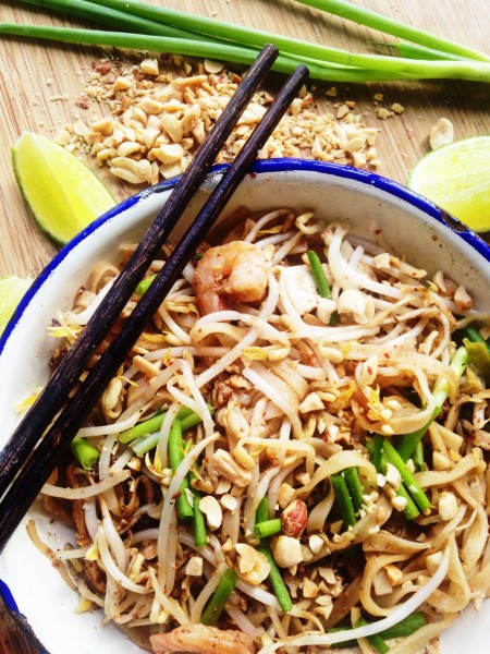 Pad Thai Recipe-Thai-Foodie: Homemade pad thai? Amazing!! A legit recipe that will remind you of pad thai from the streets of Bangkok, full of traditional Thai flavors like tamarind, fish sauce, rice noodles, green onions, bean sprouts and ground peanuts! Make this today!! | thai-foodie.com