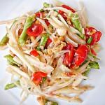 How to Make Som Tum: Thai Papaya Salad