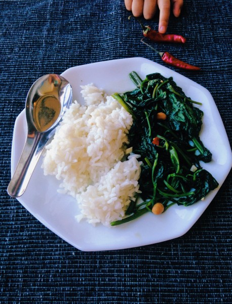 Thai Morning Glory Recipe: Love how morning glory, aka water spinach, is so easy to make and so full of umami flavor from Thai yellow bean paste and spicy zing too from Thai chili peppers. Easy week night veggies don't get better than this! | thai-foodie.com