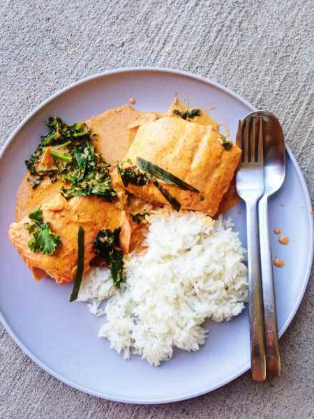 Quick Thai Salmon Red Curry is the perfect weeknight meal since it's full of flavor and only takes 30 minutes! Can it get more delicious?? Salmon, kale, Thai red curry paste, and coconut milk! Such a heartwarming treat to get you through your week! SO good! | ทางเข้าเล่น Casino คาสิโนออนไลน์ได้เงินจริงบนมือถือ-แทงบอลออนไลน์ www.art-buro.net