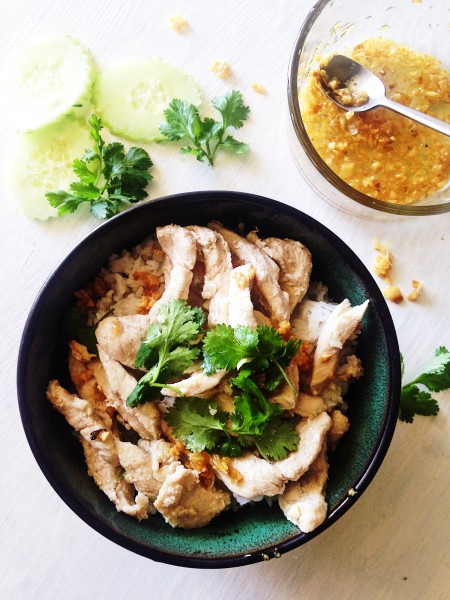 Thai Garlic and Pepper Chicken Recipe | Thai-Foodie: Such an easy, delicious weeknight meal! All it takes is chicken, lots of garlic and oyster sauce stir-fried and dinner is ready! Make this now! | thai-foodie.com