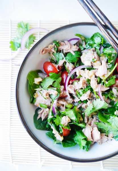 Lemony lemongrass, spicy Thai chilis, crisp red onion, ginger kick, cool kale, fresh cilantro and of course a little garlic and fish sauce...and canned tuna. Thai tuna salad is the best tuna salad you've ever had! | thai-foodie.com