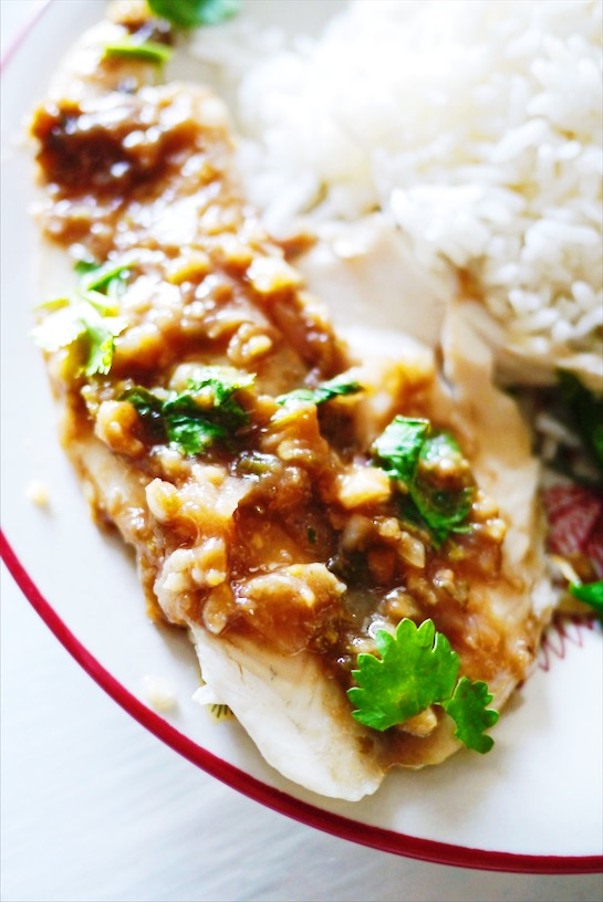 Easy Thai Steamed Tilapia with Spicy Tamarind Sauce: Super quick week night meal that tastes like it's from a nice Thai restaurant full of flavors like tangy tamarind, spicy Thai chili pepper and melt in your mouth fish? Yes please! | thai-foodie.com