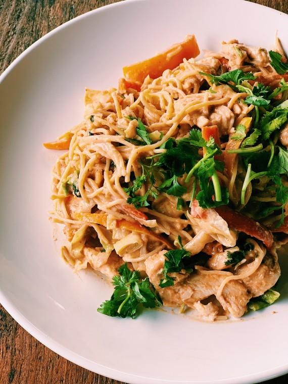 Thai Peanut Sauce Noodle Salad | Thai-foodie.com